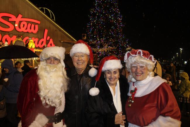 CHRISTMAS TREE LIGHTING AT STEW LEONARD'S IN NORWALK